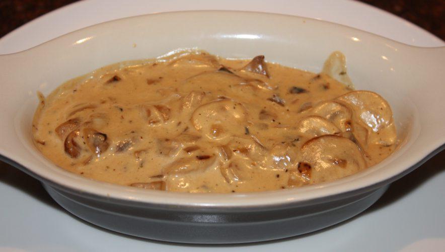 Gegratineerde champignons; recept; recepten; hoofdgerecht; hoofdgerechten; champignons; kaas; parmezaanse kaas; ui; knoflook; grill; snel klaar;