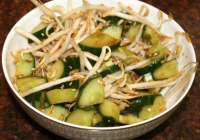 Oosterse komkommer salade met taugé; recept; recepten; bijgerecht; bijgerechten; komkommer; taugé
