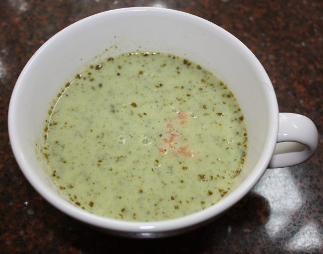 Courgettesoep met gerookte zalm; recept; recepten; voorgerecht; voorgerechten; lunch; soep; courgettesoep; courgette; zalm; vis; gerookte zalm
