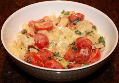 Venkelsalade met kerstomaatjes; recept; recepten; bijgerecht; bijgerechten; venkel; tomaat; tomaten; kerstomaat; kerstomaten; kerstomaatjes; mayonaise; mosterd