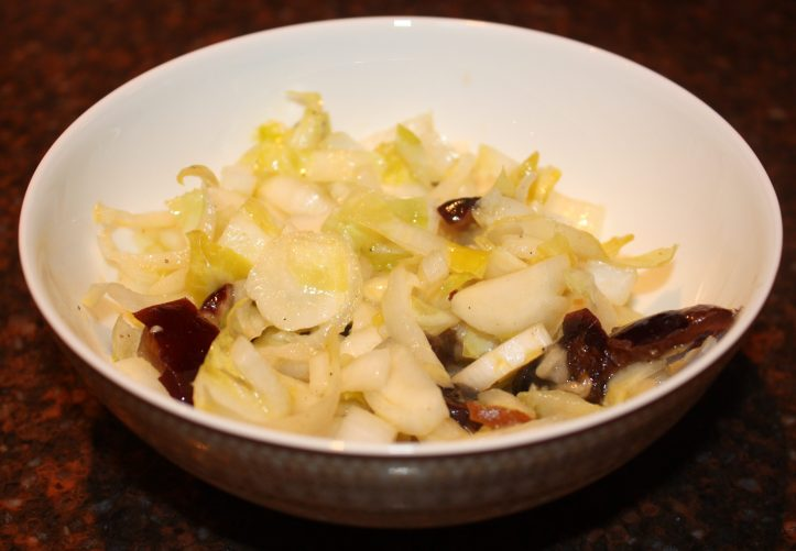 Salade van witlof en dadels; recept; recepten; bijgerecht; bijgerechten; witlof; dadel; dadels