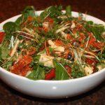 Maaltijdsalade met chorizo en kaas