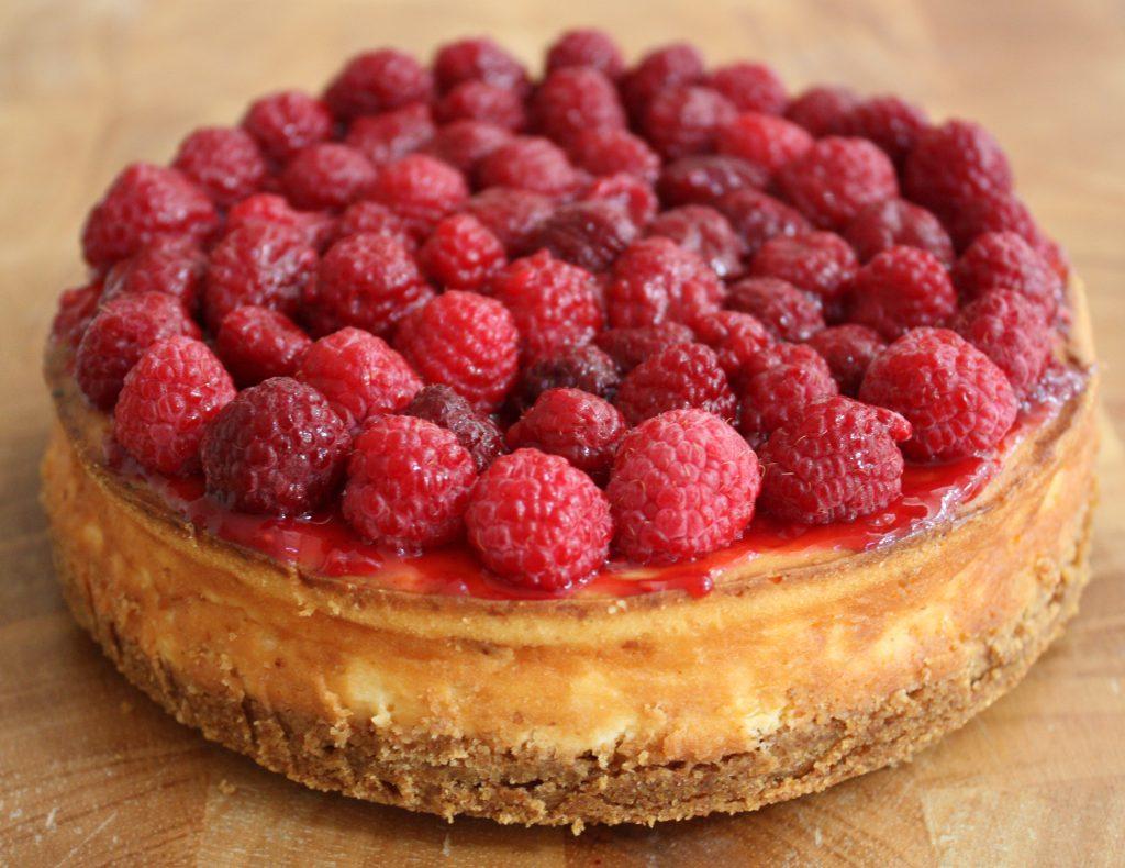 frambozen cheesecake; recept; recepten; taart; cheesecake; holtkamp; roomkaas; framboos; frambozen; frambozenjam; biscuit; volkorenbiscuit;