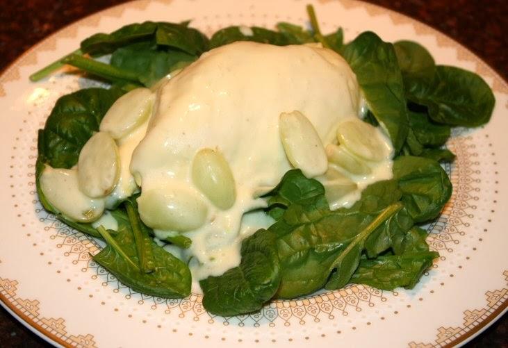 Kipfilet in romige witte wijnsaus; recept; recepten; hoofdgerecht; hoofdgerechten; kip; kipfilet; witte wijn; spinazie; druif; druiven; slagroom