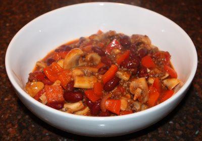 Snelle chili con carne; recept; recepten; hoofdgerecht; hoofdgerechten; gehakt; champignons; paprika; kidneybonen; chilibonen