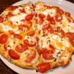 Frittata met geitenkaas, tomaten en prei uit de oven