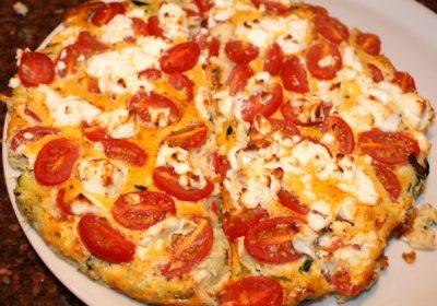 Frittata met geitenkaas, tomaten en prei; recept; recepten; hoofdgerecht; hoofdgerechten; italiaans; frittata; oven; ei; eiren; tomaat; tomaten; kerstomaat; kerstomaten; geitenkaas