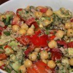 Maaltijdsalade met kikkererwten en tonijn