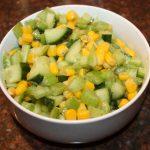Bleekselderij salade met komkommer en maïs; recept; recepten; bijgerecht; bijgerechten; bleekselderij; komkommer; maïs