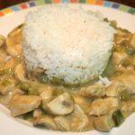 Thaise kipcurry met champignons en doperwten