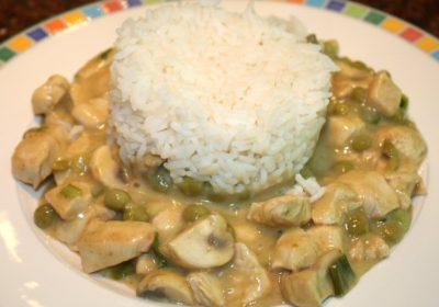 Thaise kipcurry met champignons en doperwten; recept; recepten; hoofdgerecht; hoofdgerechten; thais; kip; oosters; curry; groene curry; champignons; doperwten