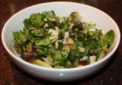 Maaltijdsalade met aubergine en pecorino; recept; recepten; hoofdgerecht; hoofdgerechten; maaltijdsalade; salade; aubergine; olijven; pecorino;