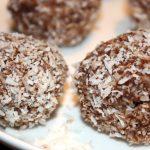 Dadel-noten balletjes met chocolade; recept; recepten; snack; zoet; dadels; dadel; noten; kokos