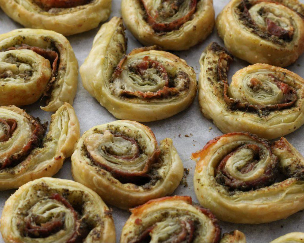 Italiaanse hartige koekjes met Parmaham en kaas; recept; recepten; snack; tapas; italiaans; bladerdeeg; parmaham; pesto; kaas; parmezaan; parmezaanse kaas