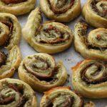 Italiaanse hartige koekjes met Parmaham en kaas (tapas)