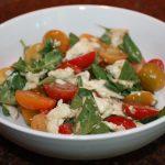 Tomatensalade met basilicum en mozzarella (insalata caprese)
