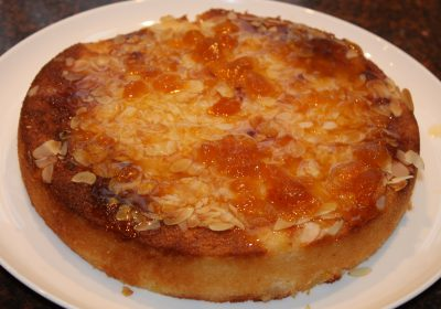 Kokoscake met ananas en amandel; recept; recepten; cake; taart; kokos; ananas; abrikozenjam; amandelen; zoet