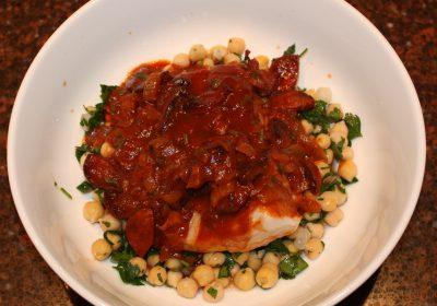 Kabeljauw uit de oven met een saus van tomaten en chorizo; recept; recepten; hoofdgerecht; hoofdgerechten; vis; kabeljauw; chorizo; kikkererwt; kikkererwten