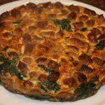 Frittata met spinazie en worstjes uit de oven