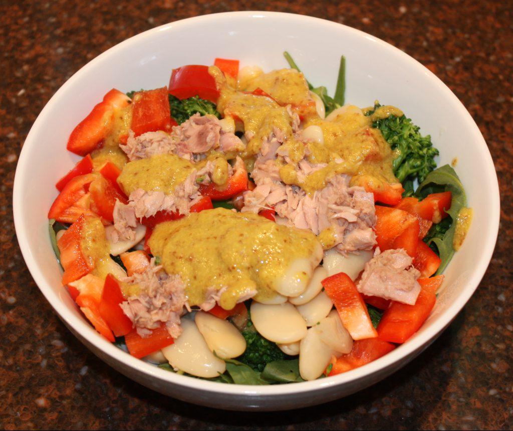 Maaltijdsalade met tonijn en limabonen; recept; recepten; hoofdgerecht; hoofdgerechten; salade; maaltijdsalade; tonijn; limabonen; bonen; broccoli; asperge-broccoli; rucola; paprika; rode paprika; vis; mosterd; snel; calorie-arm