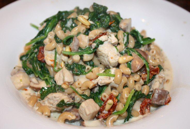 recept; recepten; hoofdgerecht; hoofdgerechten; pasta; macaroni; penne; italiaans; mediterraan; spinazie; kip; kipfilet; gedroogde tomaten; boursin;