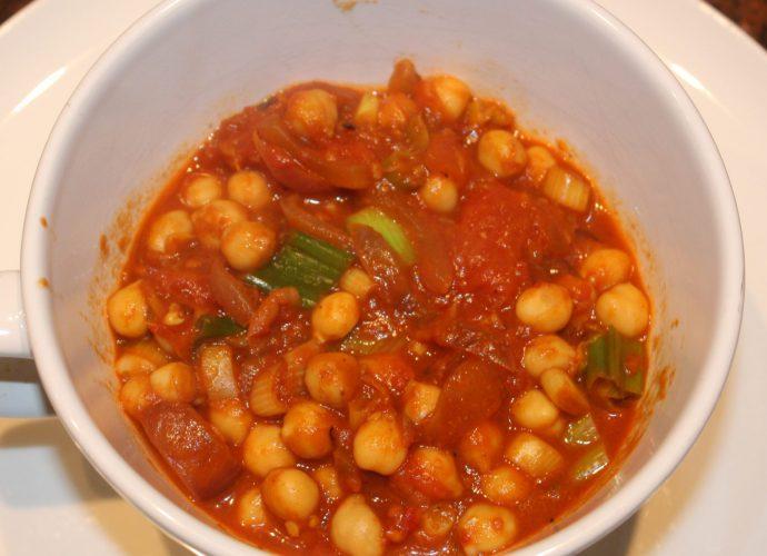 recept; recepten; hoofdgerecht; hoofdgerechten; indiaas; oosters; vegetarisch; snel klaar; curry; kikkererwt; kikkererwten; tomaat; tomaten; kurkuma; komijn; gember; knoflook; garam masala;