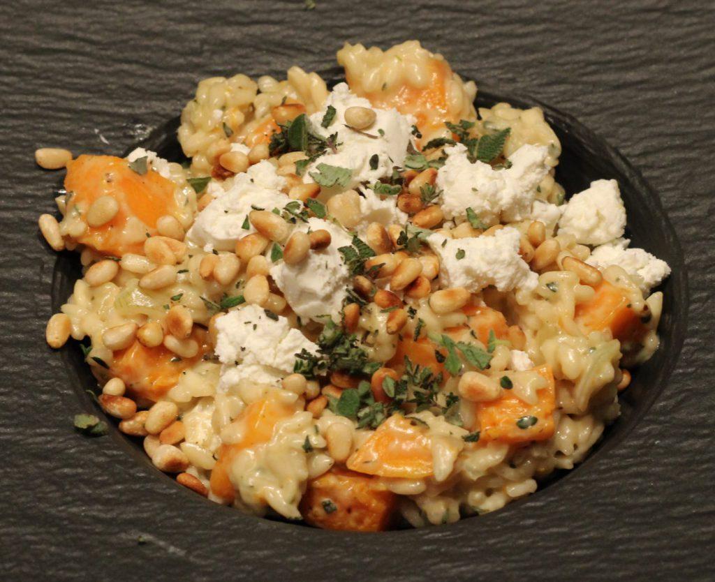 Risotto met pompoen en geitenkaas; recept; recepten; hoofdgerecht; hoofdgerechten; italiaans; risotto; rijst; pompoen; geitenkaas; pijnbommpitten; vegetarisch; mediterraan;