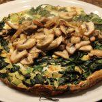 Frittata uit de oven met spinazie en courgette; recept; recepten; hoofdgerecht; hoofdgerechten; italiaans; frittata; ovenschotel; oven; ei; eieren; spinazie; courgette; champignons