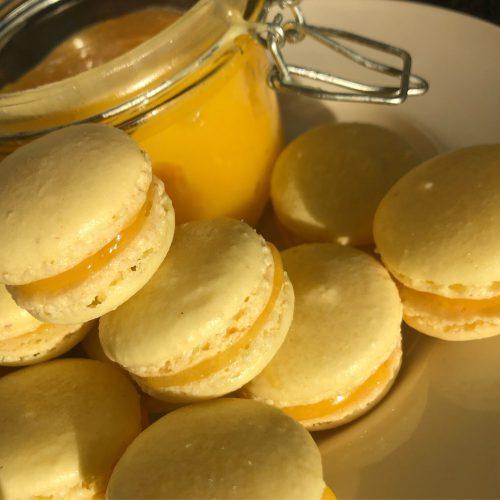 Lemon curd macarons; recept; recepten; macaron; macarons; zoet; koek; koekje; citroen; lemon curd
