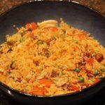 Paella met zeevruchten en kip