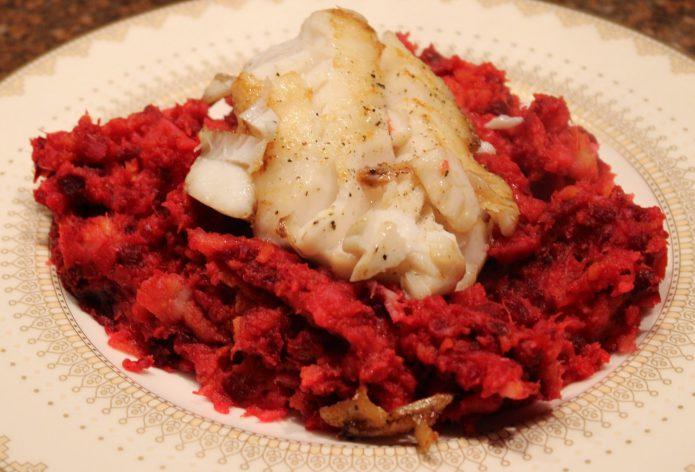 Stamppot met zoete aardappel en rode biet; recept; recepten; hoofdgerecht; hoofdgerechten; pastinaak; feta; geitenkaas